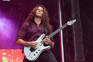 """Ο πρώην κιθαρίστας των MEGADETH, CHRIS BRODERICK δηλώνει ότι """"ήταν μεγάλη τιμή"""" που απέδωσε φόρο τιμής στον PAUL VINNIE, στο AFTERSHOCK Festival"""